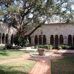 st_bernard_de_clairvaux_courtyard