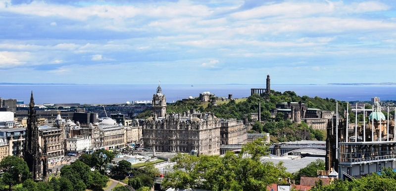 Edinburgh: Take a walking tour with Gareth and Monty