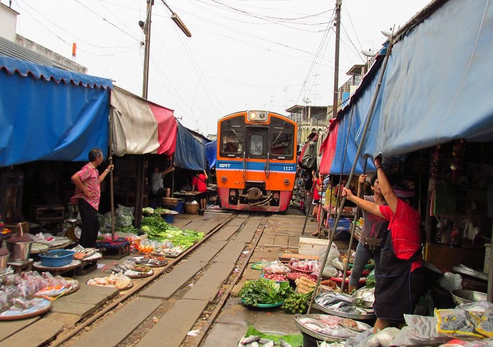 Maeklong Railway Market: Thailand