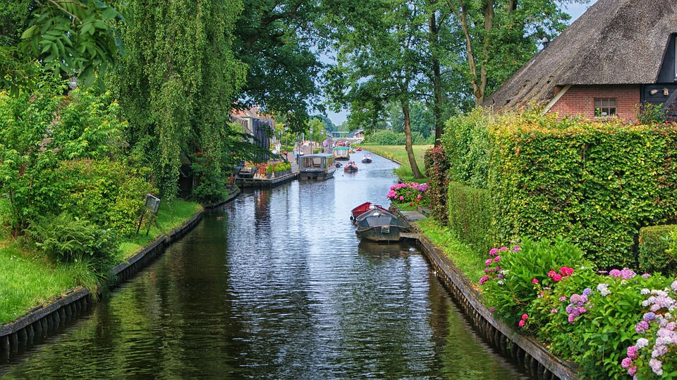 Visiting The Netherlands: Giethoorn